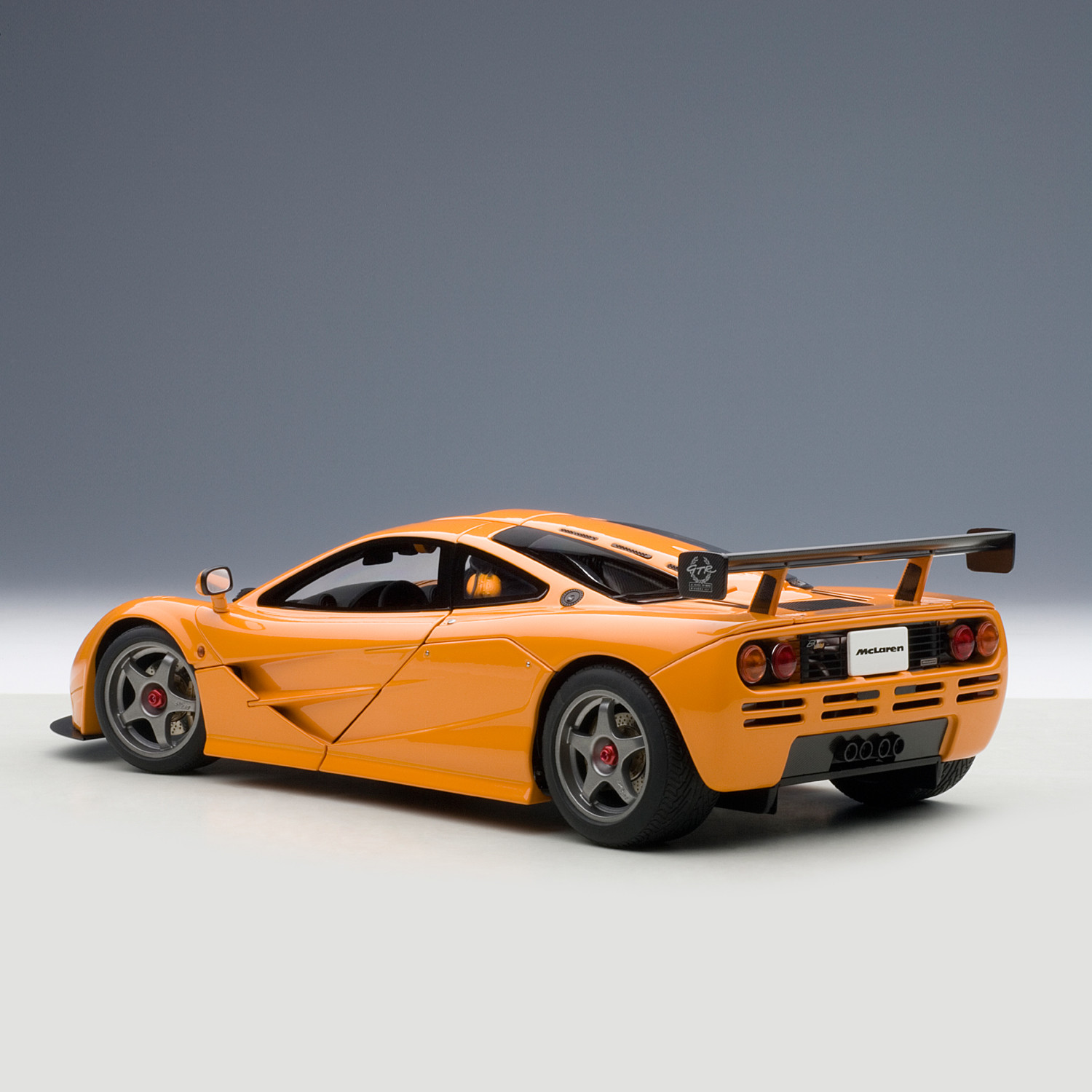 auto art mclaren f1 lm edition graduation gifts touch of modern. Black Bedroom Furniture Sets. Home Design Ideas