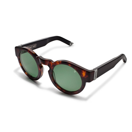 The Mad Dans // Gloss Tortoise