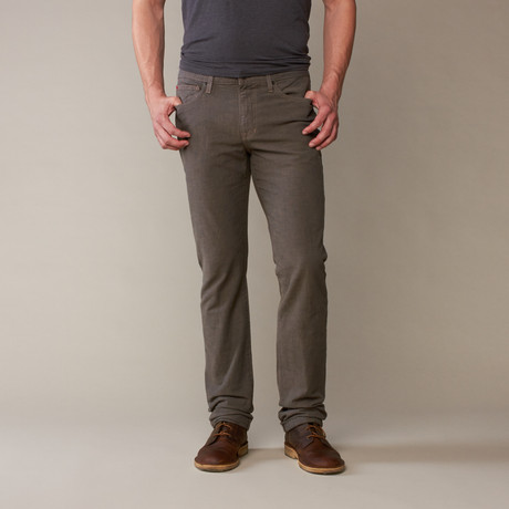 Joe's Jeans // De Brixton Straight + Smalle // Bark