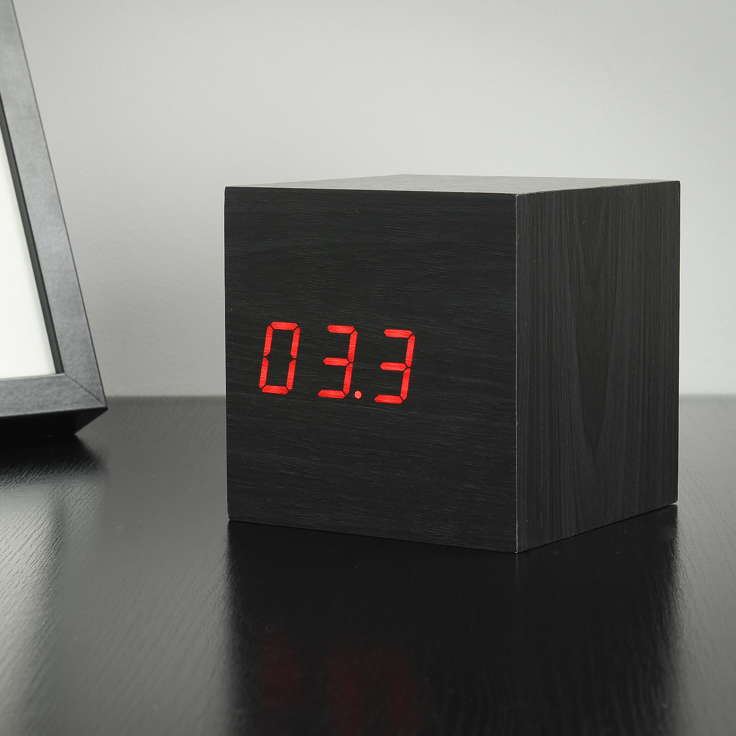 maxi cube click clock red led black gingko eco. Black Bedroom Furniture Sets. Home Design Ideas