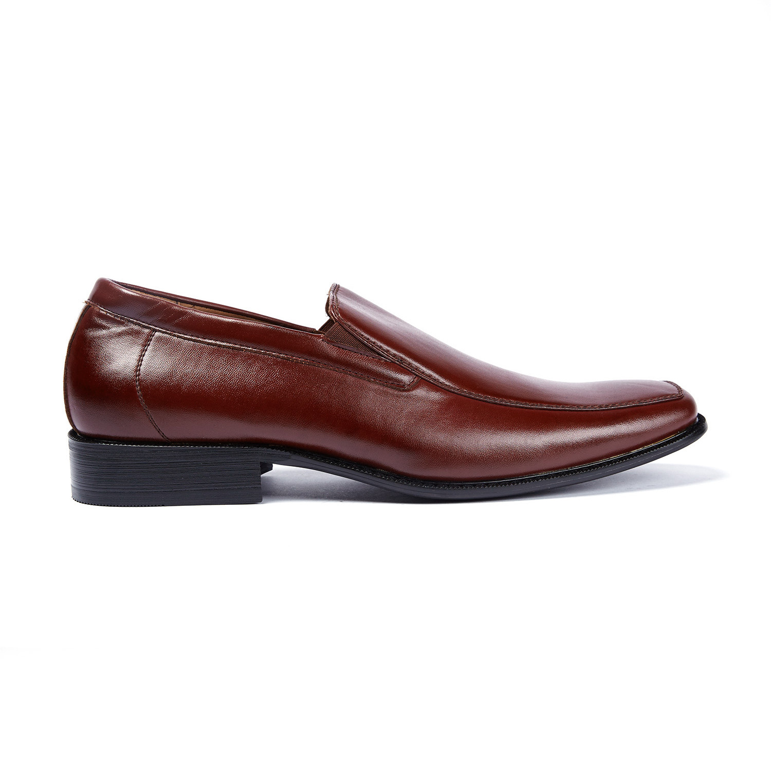 This classic loafer is all about comfort and functionality with its sure-footed tread and slip-on design.