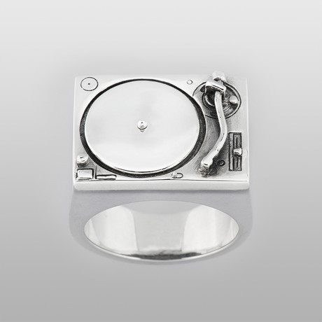 Turntable Ring // Sterling Silver (Size 8)