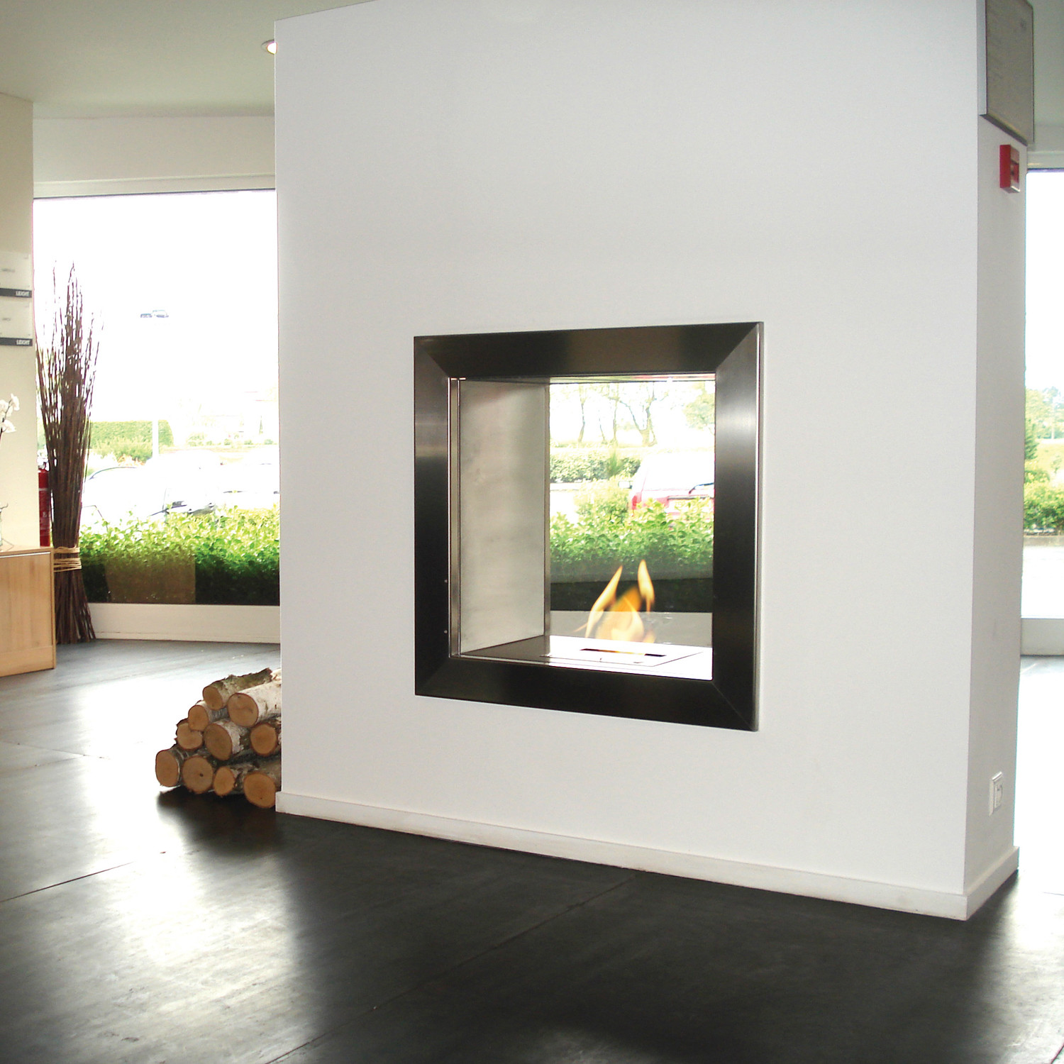 "A double opening on the Firebox 650DB gives this already versatile firebox an extra degree of functionality and style. The firebox's ""see-through"" features allows the..."