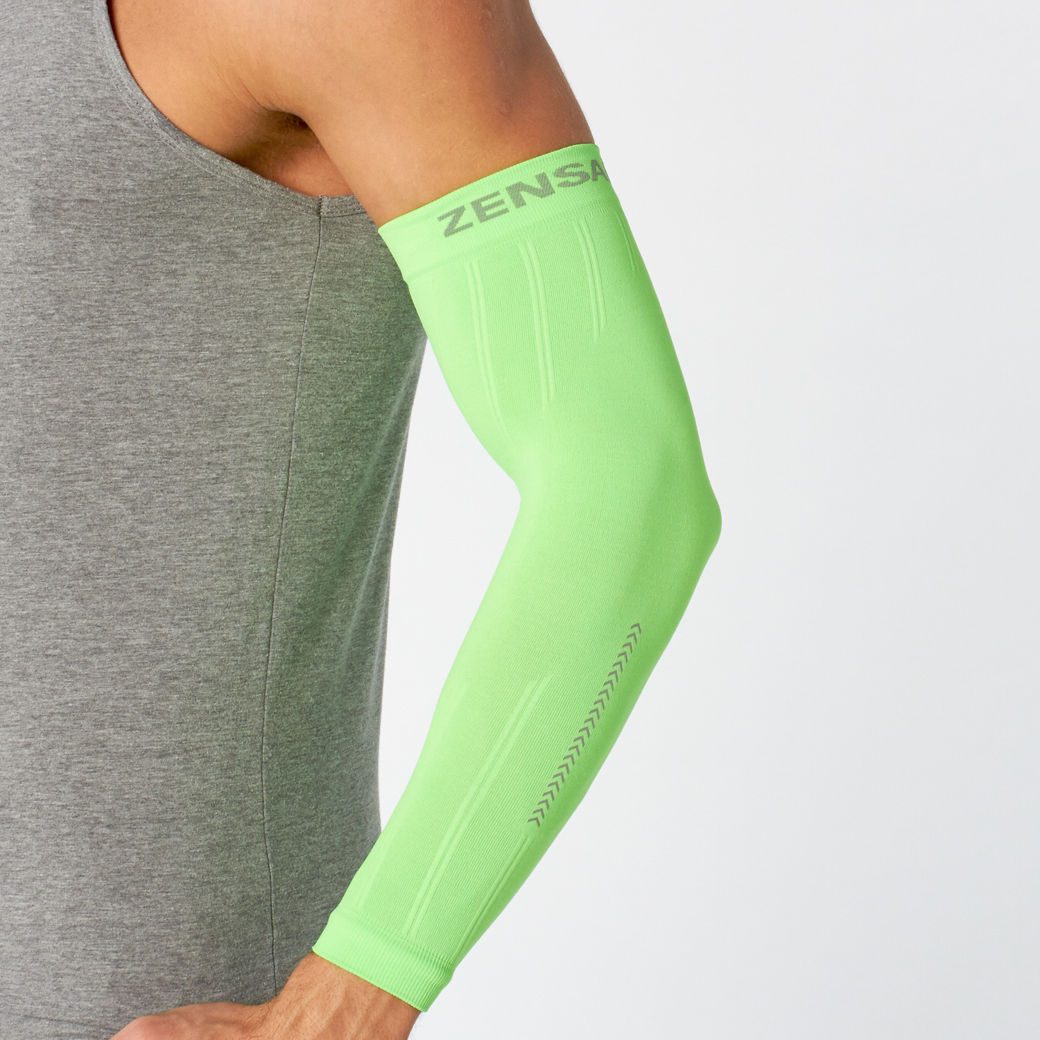 e01bfb4524 Reflect Compression Arm Sleeves // Neon Green (L/XL) - Zensah ...