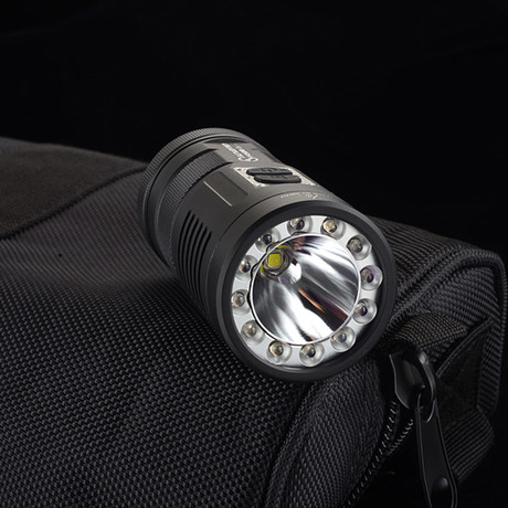LED Flashlight // F30R // 880 Lumens