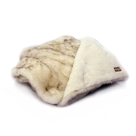 Arctic Fox Throw Blanket // Brown Tip (Brown Tip)