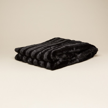 Chinchilla Stripe Cuddle Fur Throw // Black