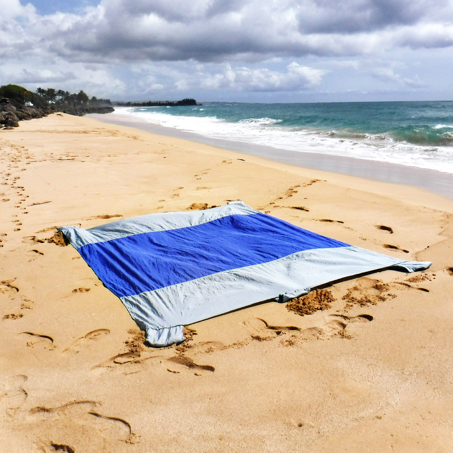 Family Beach Blanket: Sand Escape Beach Blanket (Dark Blue)