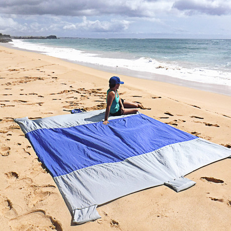 Wildhorn Outfitters // Sand Escape Beach Blanket (Dark Blue)