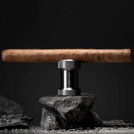Rhea // Cigar Rest