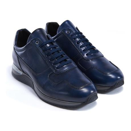 Classic Low-Top Sneaker // Navy
