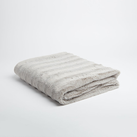 "Chinchilla Stripe Cuddle Fur Throw/Blanket // Silver (50""L x 65""W)"
