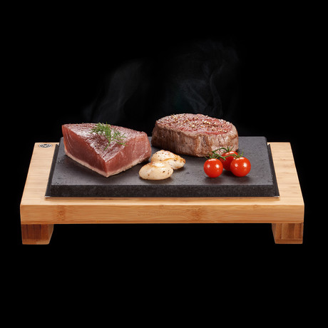 The SteakStones Raised Steak Sharer