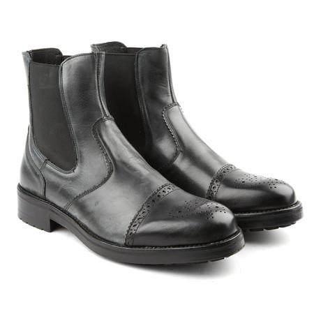 Medallion Cap Toe Boot // Black