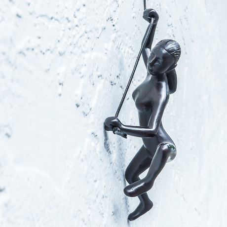 Climbing Woman // Position 4 (Blue)