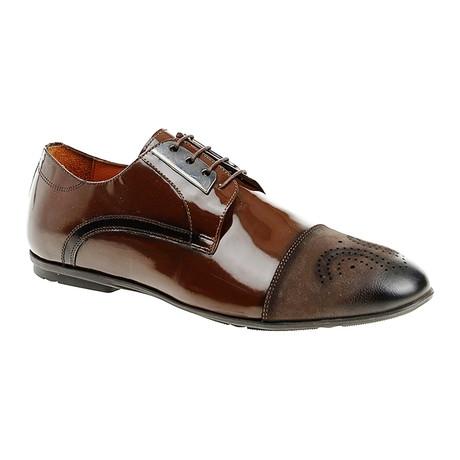 Medallion Dress Shoe // Brown