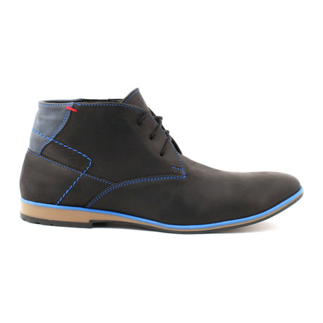 Contrast Stiched Lace-Up Chukka // Black