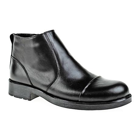 Plain Toe Cap Boot // Black