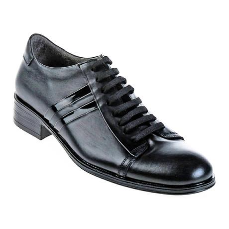 Lace-Up Dress Shoe // Black