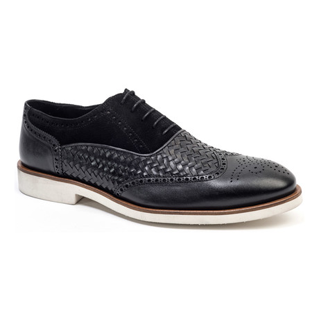 Woven Wing-Tip Oxford // Black