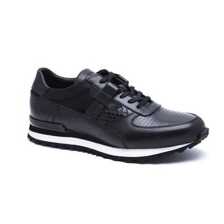 Textured Running-Styled Sneaker // Black