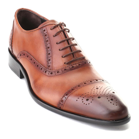 Aakar Perforated Captoe Oxford // Antique Tobacco