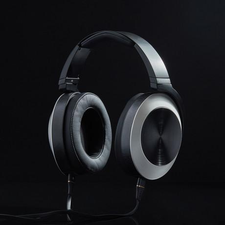 EL8 // Titanium