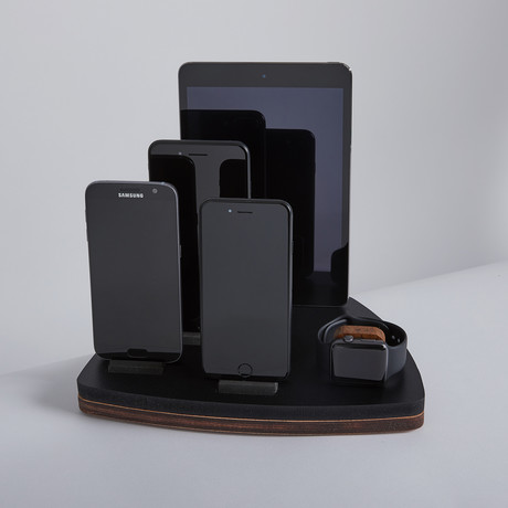 PENTA Dock I // Black // Oak Wood Base