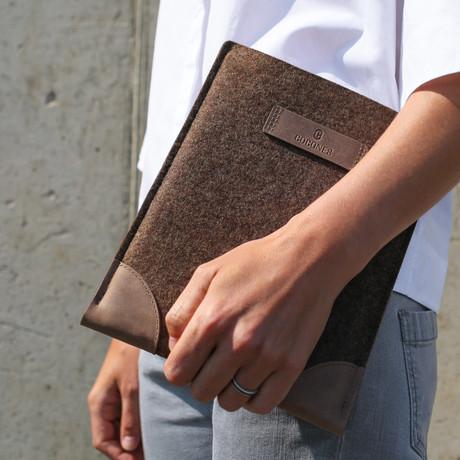 Classic iPad Sleeve // Deep Caramel