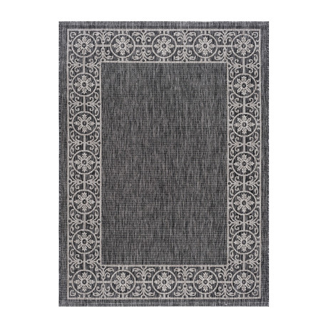 Veranda Varrock Traditional Rug // Black
