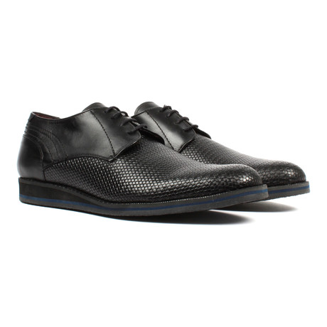 Textured Derby // Black (US: 6)