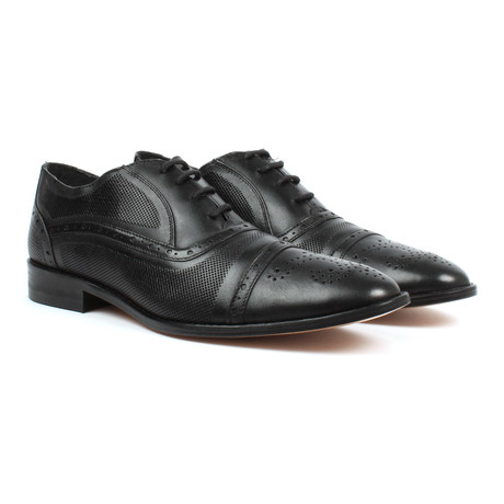 Brogue Oxfords // Black (US: 6)