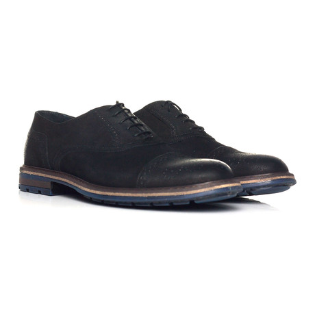 Pebbled Leather Perforated Captoe Oxford // Black