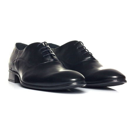 Lace-Up Oxford // Black