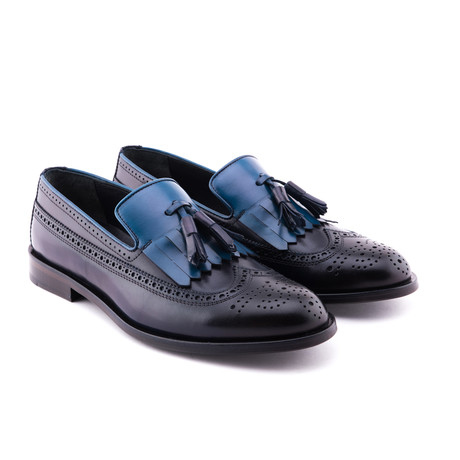 Damat Medallion Kilt Loafers // Navy (Euro: 39)