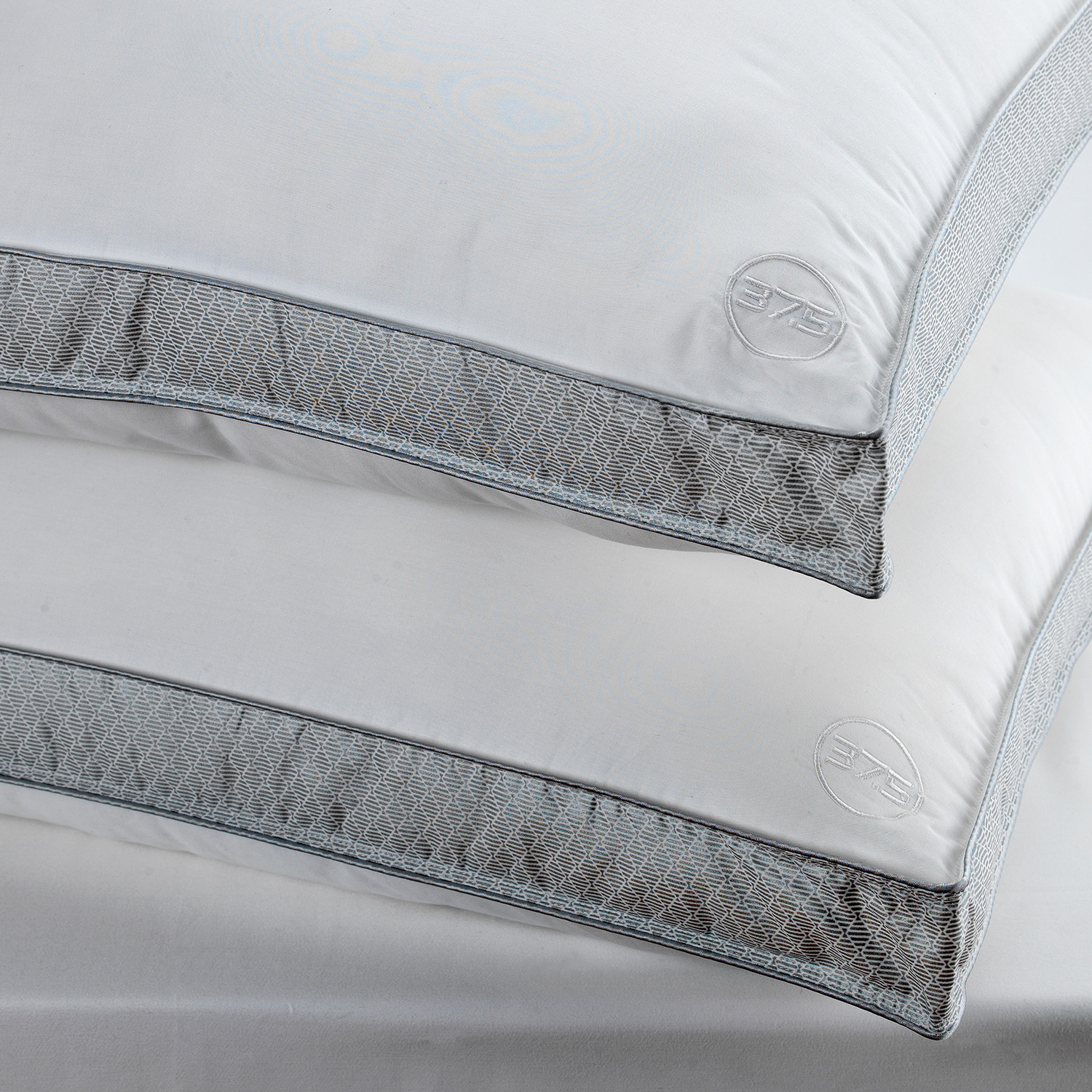 Performance Pillow Removable Cover With 375 Technology
