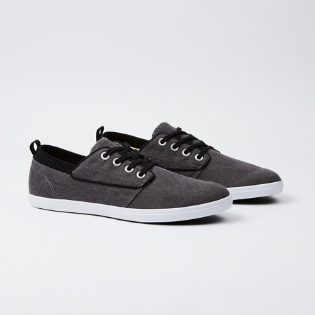Basics Low M Sneaker // Black