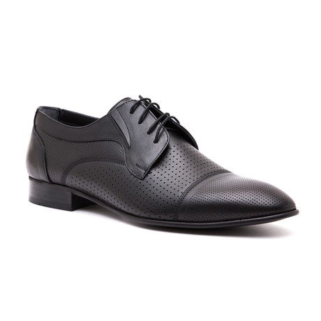 Perforated Cap-Toe Derby // Black (Euro: 39)