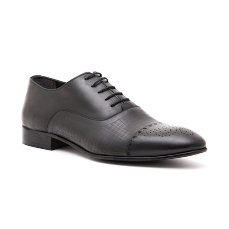 Textured Cap-Toe Oxford // Black