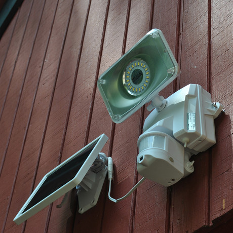 Solar Power Motion-Activated Security Camera + Floodlight