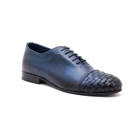 Woven-Toe Oxford // Blue (Euro: 39)