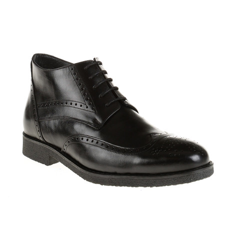Medallion Wing-Tip Boot // Black (Euro: 40)