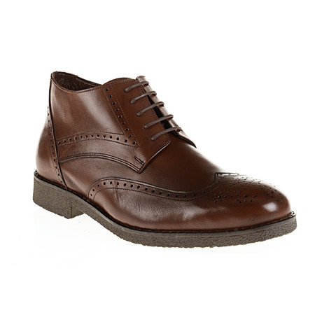 Medallion Wing-Tip Boot // Brown (Euro: 40)