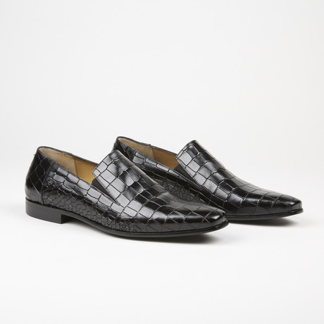 Alligator Design Textured Loafer // Black (US: 6)