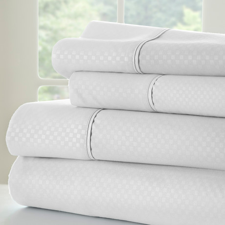 Hotel Collection // Luxury Soft Checkered 4 Piece Bed Sheet Set // White (Full)
