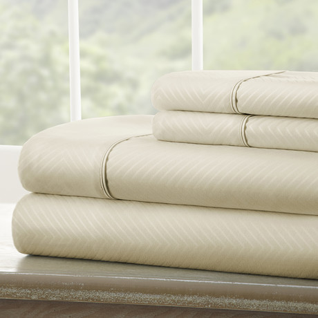 Hotel Collection // Luxury Soft Chevron 4 Piece Bed Sheet Set // Cream (Full)
