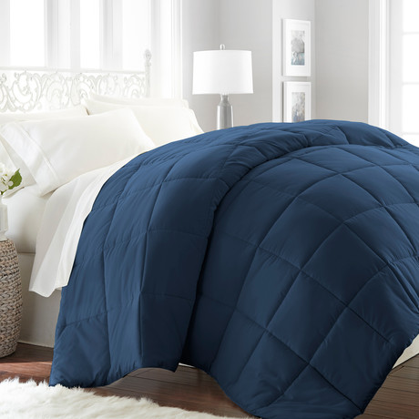 Hotel Collection // Premium Ultra Plush Down Alternative Comforter // Navy (Full/Queen)