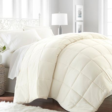 Hotel Collection // Premium Ultra Plush Down Alternative Comforter // Ivory (Twin/Twin Extra Long)