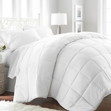 Hotel Collection // Premium Ultra Plush Down Alternative Comforter // White (Twin/Twin XL)