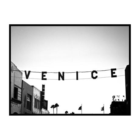 "Venice Black & White (24""W x 3.8""H x 30""D)"